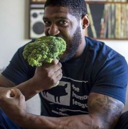 David Carter eating brocoliSize260
